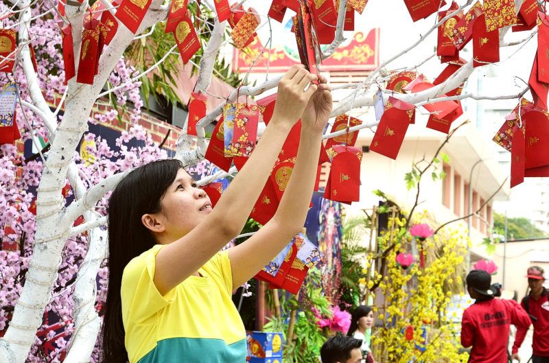 Image of a Vietnamese lady preparing for Tet